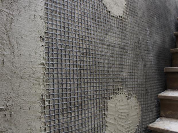 Aplicación del mortero S&P ARMO-crete® w sobre la malla de fibra de carbono S&P ARMO-mesh® en edificio histórico.