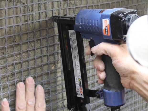 Fijación de la malla de fibra de carbono S&P ARMO-mesh®