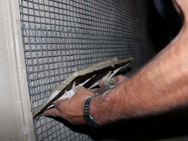 Aplicación del mortero S&P ARMO-crete®  w sobre la malla de fibra de carbono S&P ARMO-mesh® en edificio histórico